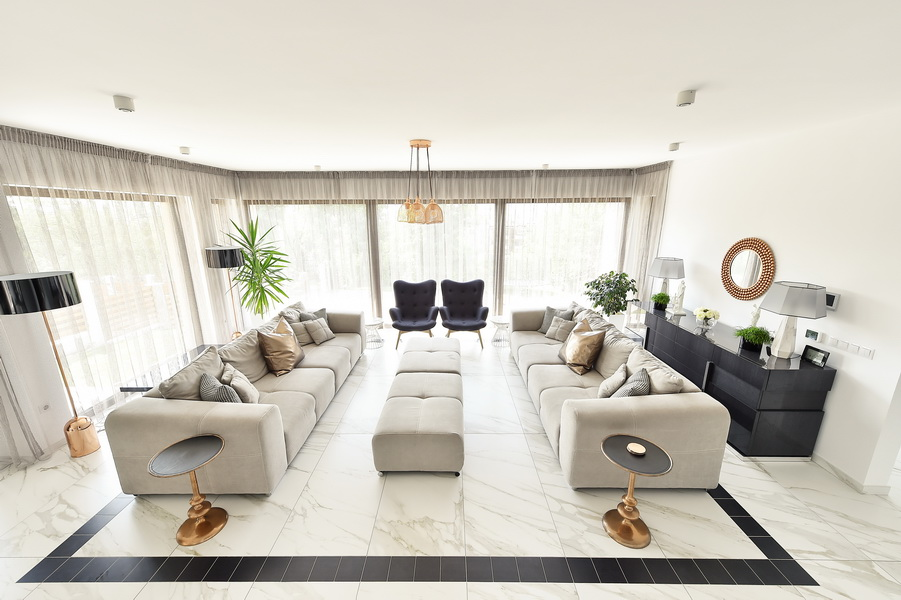 simona-ungurean-homestyling-1-interior-design-20-black-and-white-copper-living-room
