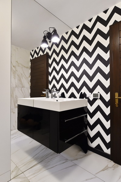 simona-ungurean-homestyling-12-interior-design-61-guest-bathroom-black-and-white-chevron-bathroom-design