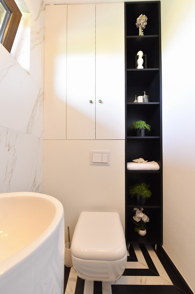simona-ungurean-homestyling-2-interior-design-17-black-white-graphic-bathroom
