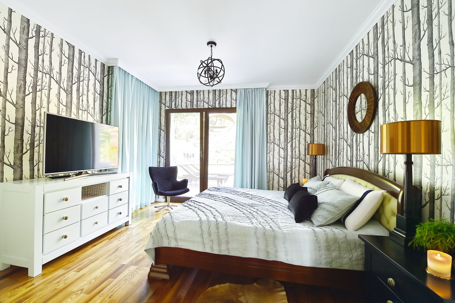simona-ungurean-homestyling-4-interior-design-50-black-white-copper-forest-wallpaper-bedroom