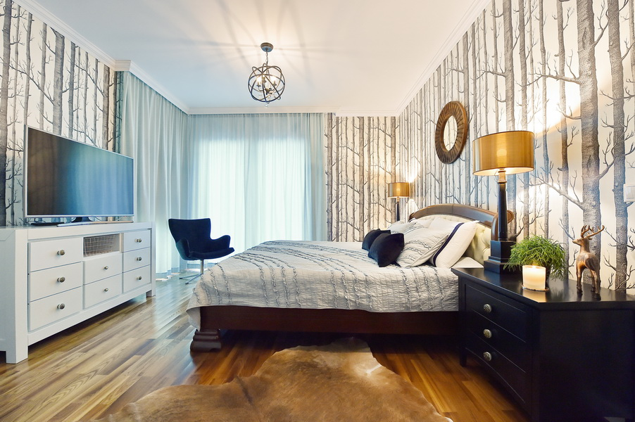 simona-ungurean-homestyling-4-interior-design-58-black-white-copper-forest-wallpaper-bedroom