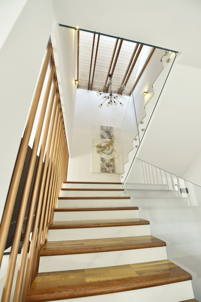 simona-ungurean-homestyling-6-interior-design-37-staircase-design-copper-radiator