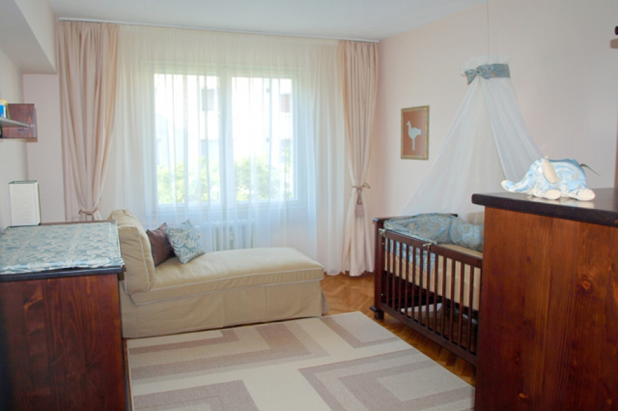 design-interior-apartament-camera-clasica-bebe4