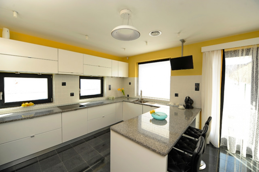 design-interior-bucatarie-casa-black-yellow2