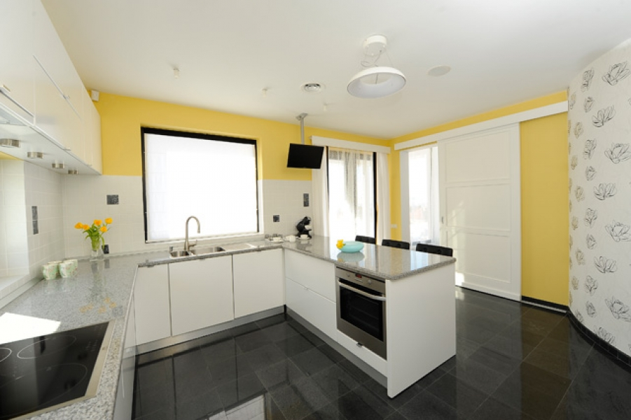 design-interior-bucatarie-casa-black-yellow3